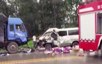 信阳惨烈车祸3车相撞 1人身亡多人受伤
