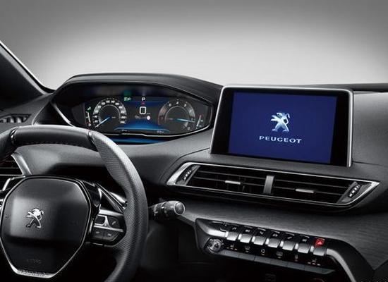 中控台配备有一款独立的8英寸触控液晶显示屏,下方物理按键搭配蛇形电子换挡杆,营造出一种战斗般的气息。同时搭配棕色真皮座椅和蓝色氛围灯,给人感觉更加具有质感。   动力方面,根据申报信息,新车将提供1.2T、1.6T、1.8T三种不同动力配备,其中1.2T发动机最大输出功率为136马力;1.