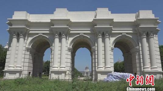 """网曝山寨""""凯旋门"""",实为3拱门连体式建筑,欧式风格图片"""