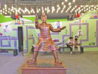 德化新街内的雕塑