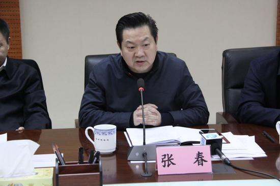 河南银监局新闻发言人张春副局长出席会议并讲话