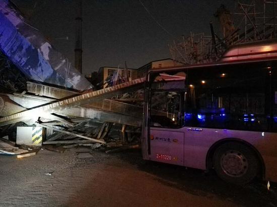 郑州农业[nóngyè]路沙口路高架一处施工桥面坍塌,一死八伤