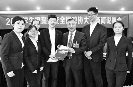 郑州外国语学校,人大附中,衡水中学等全国13所学校的学生代表共带来6