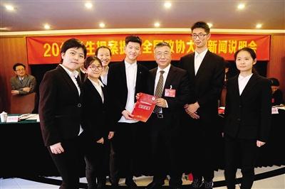推广口袋书助推全民阅读 郑州中学生的模拟提