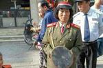 郑州胡辣汤店开业庆典请乐队助兴 遭扔臭鸡蛋