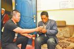 郑州街头车长认出走失男子 曾在朋友圈看到寻人启事