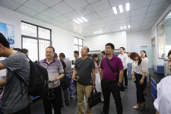 媒体代表参观了道骐汽车科技的生产厂区