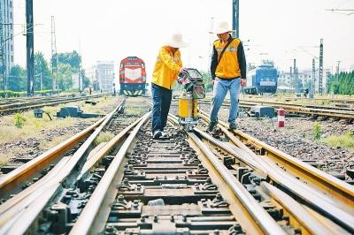 工作中的钢轨探伤工