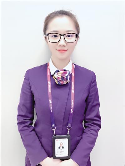 郑州机场美姑娘 争分夺秒找回迷路险误机乘客