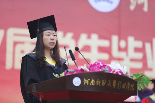 毕业生代表、材料成型及控制工程专业张婷同学发言