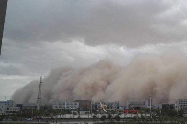 内蒙古阿拉善盟额济纳旗出现强沙尘暴