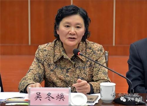 省政协委员吴冬焕在座谈会上发言