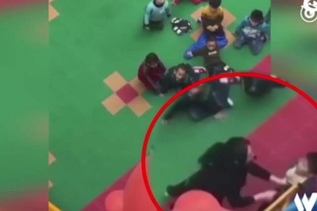 河南幼儿园教师推打男童:十秒打头七下
