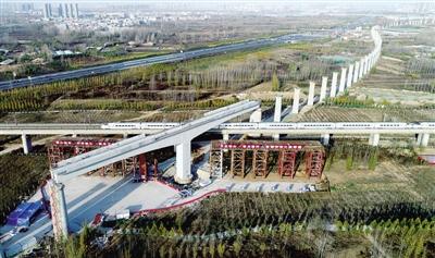 郑万高铁跨京广高铁成功转体后的场景