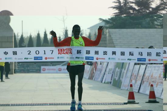 作者:2017新浪河南·郑州炎黄国际马拉松赛注册大学生记者 尤祥宇