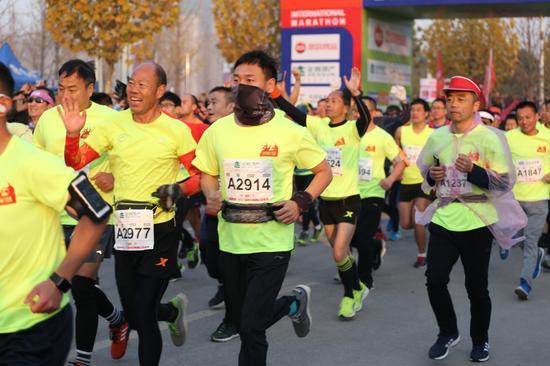作者:2017新浪河南·郑州炎黄国际马拉松赛注册大学生记者 冯雯钰
