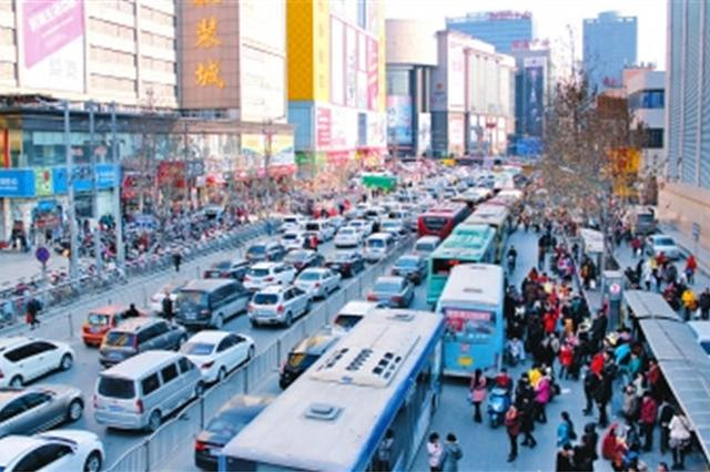 郑州二七商圈交通咋不堵 交警和市民共商解堵之道