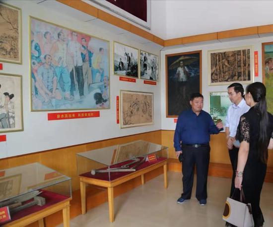 九三学社许昌支社参观杨水才纪念馆开展主题教育现场学习