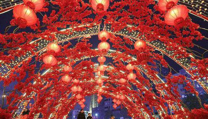 郑州流光溢彩迎新年
