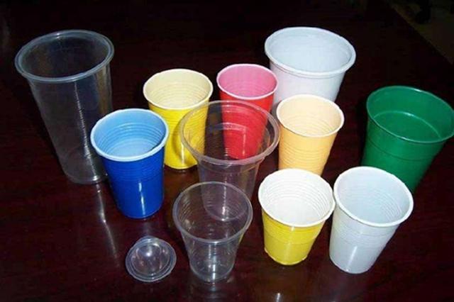 注意!别再用一次性杯子喝酒了 化学反应伤身体