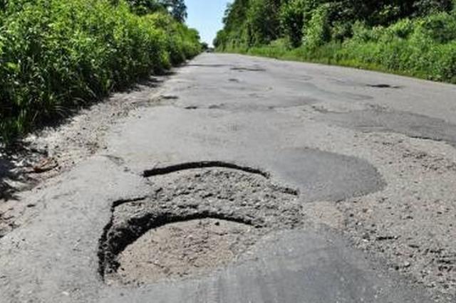 许昌男子骑车自己摔倒身亡 法院判决公路局赔偿16万