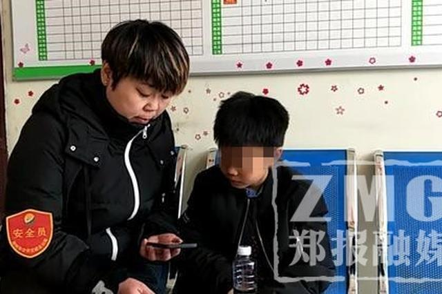 11岁男童坐公交找爸爸迷路 好心车长帮寻家人
