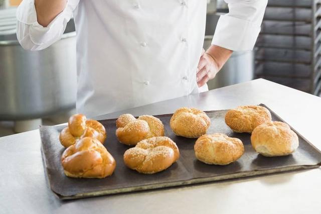 太勤劳不合法? 面包师一周开工7天被罚2.3万元