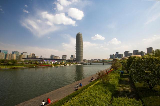 """郑州最高气温23.9℃ 为啥感觉比之前""""30℃+""""还热?"""