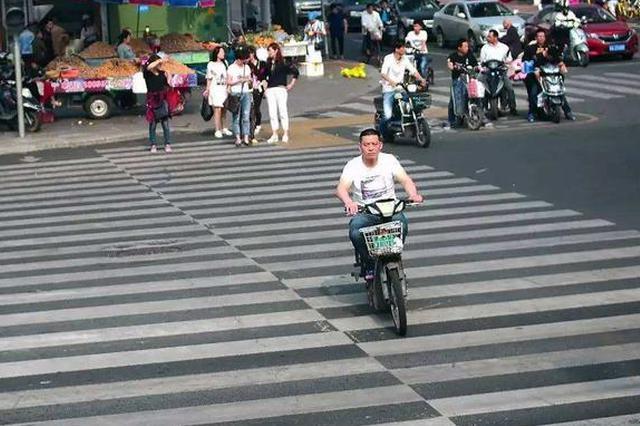 中国式过马路、小电电闯红灯 郑州交警严查这些行为