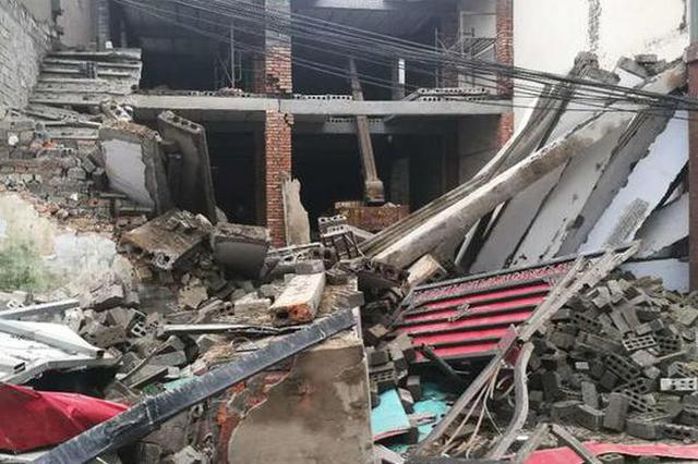 突发!漯河市区一在建民房坍塌 造成一死两伤