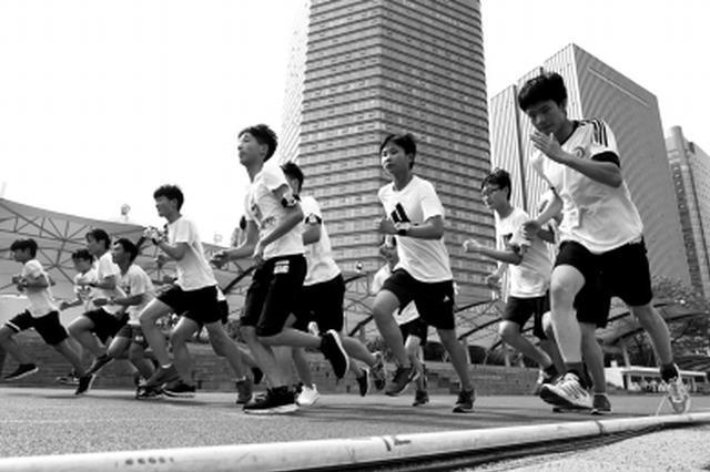 郑州中招体育考试采用智能器材 可实时看到自己成绩