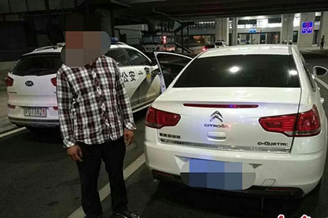 """河南机场警方突击""""夜查"""" 一男子藏有管制刀具被拘留"""