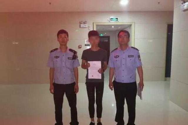 漯河17岁少年狂飙摩托肇事逃逸 继父助警擒子