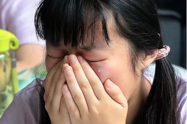 实拍郑州高考生最后一课 老师走出教室 全班已泪奔