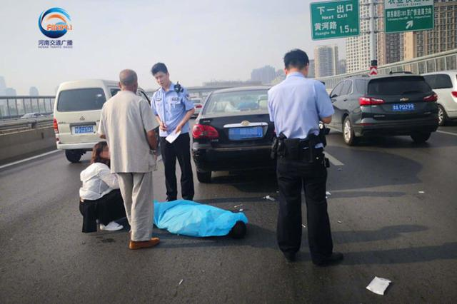 早高峰途中 郑州一男子开车突然猝死