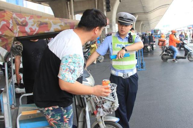 从严从重!郑州交警严查银基商圈非机动车违法行为