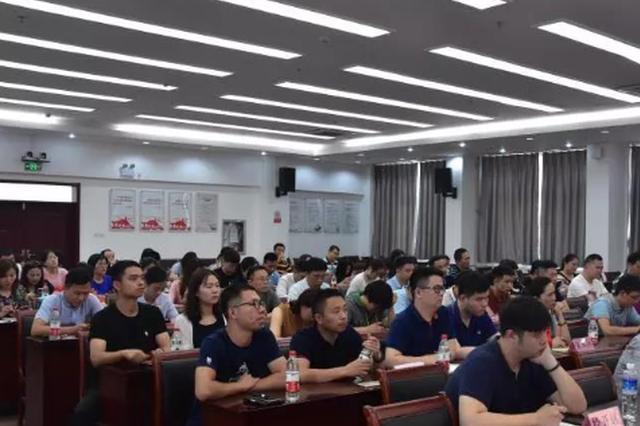 """进新时代 实践新思想 郑州市举行""""党的创新理论万场宣讲进基"""