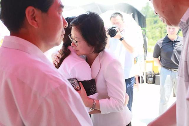 河南信阳乡村女教师为保护学生殉职 追悼会明日举行