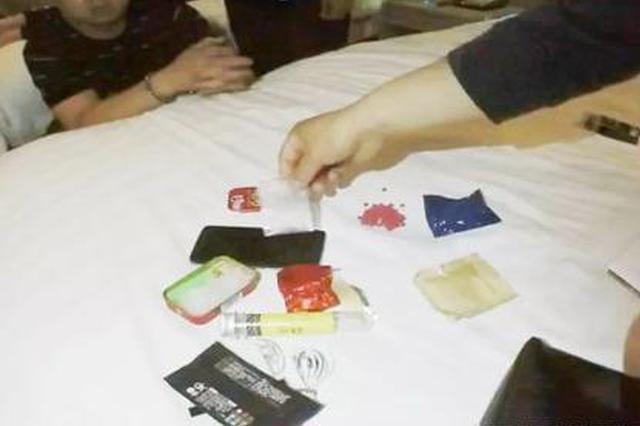 邓州警方打掉一跨省贩毒团伙 缴获冰毒毒品60余克