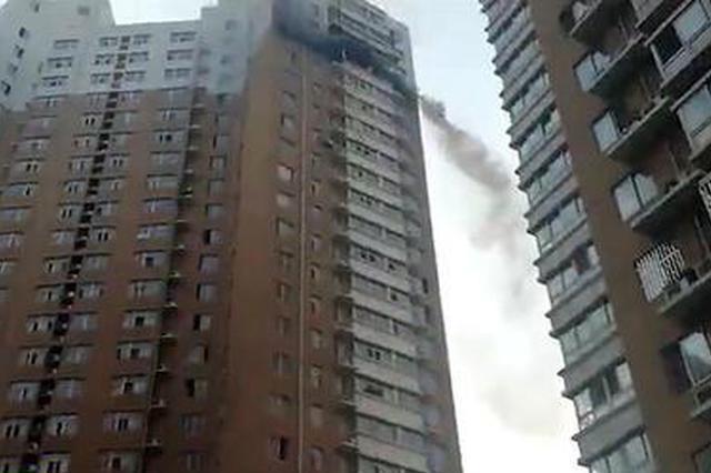 郑州高层两室一厅烧成灰烬 疑似电动车充电所致