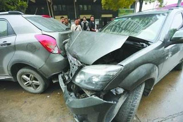 许昌襄城两轿车深夜追尾致死6人 官方通报