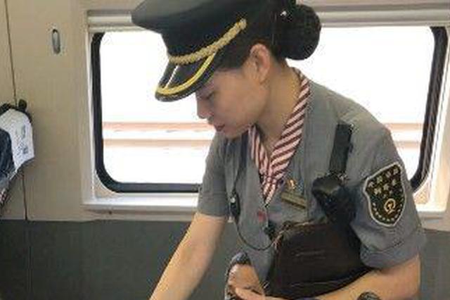 孩子术后躺担架乘高铁回河南 列车员一路悉心照料