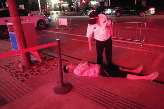 郑州男子低血糖晕倒街头 热心人半夜奔波送他回家
