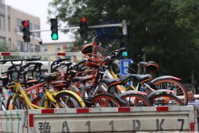 省医院周边车辆乱停放造成拥堵 郑州交警:通通拖走