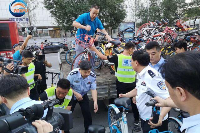 郑州交警在火车站及周边区域再次出击严打黑车