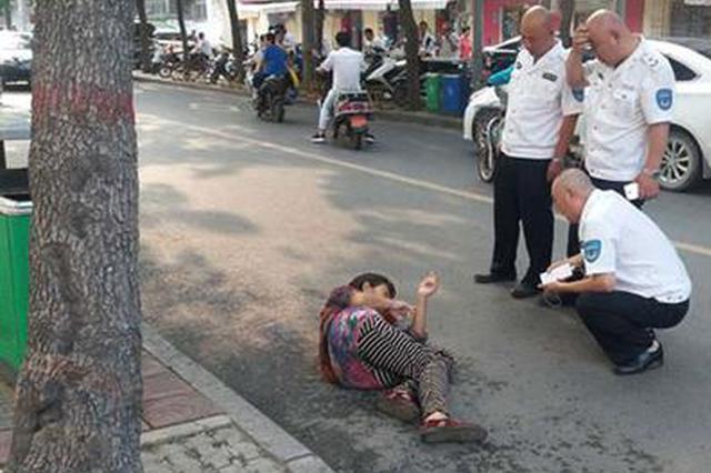 安徽女子郑州街头中暑晕倒 幸得巡防队员及时救助