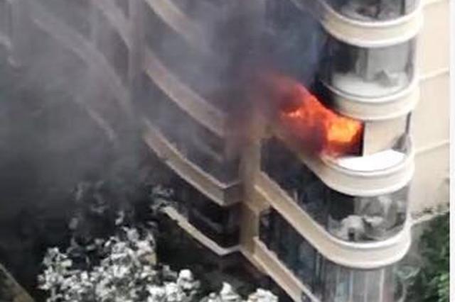 突发!郑州一小区传出爆炸声 人员紧急撤离
