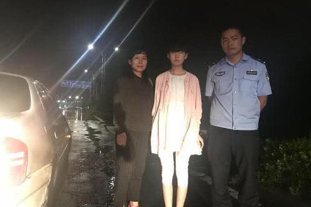 许昌女子开车去高铁站接女儿 女儿没接到自己却被困
