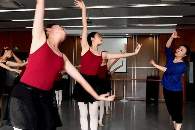 实拍郑州残疾人舞蹈课 无声世界的舞者