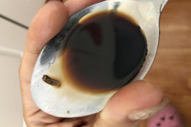 郑州网友买诺捷康口服液有异物 厂家:怀疑外部进入